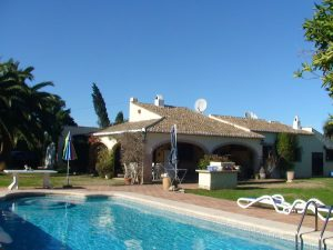 Villa with four bedrooms and outbuildings