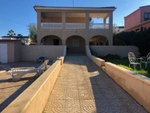 Six bedroom villa in a very nice location