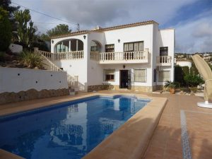 *RENTED* Large villa with separate apartment