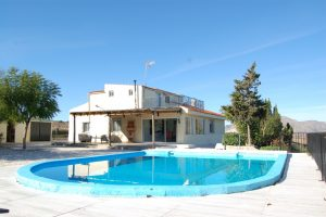 Rural 6 bedroom villa with seperate apartment