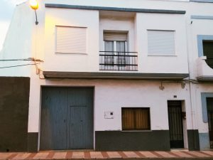 6 bedroom townhouse with garage