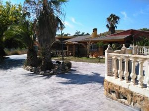 Magnificent 5 bedroom villa with a tennis court