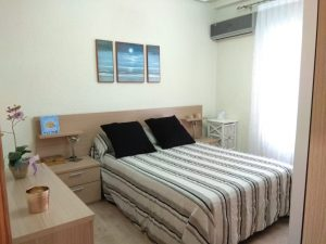 Modern 4 bed flat located near the train station