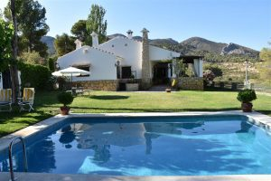 Amazing 4 bedroom villa in a quiet area of alicante