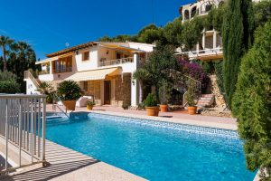 Amazing 3 bedroom villa located in El Cautivador area