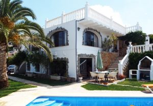 Detached villa with 2 separate accommodations